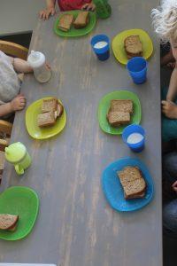 Kinderopvang Bambaloe Groningen Zuid - lunchen broodje eten